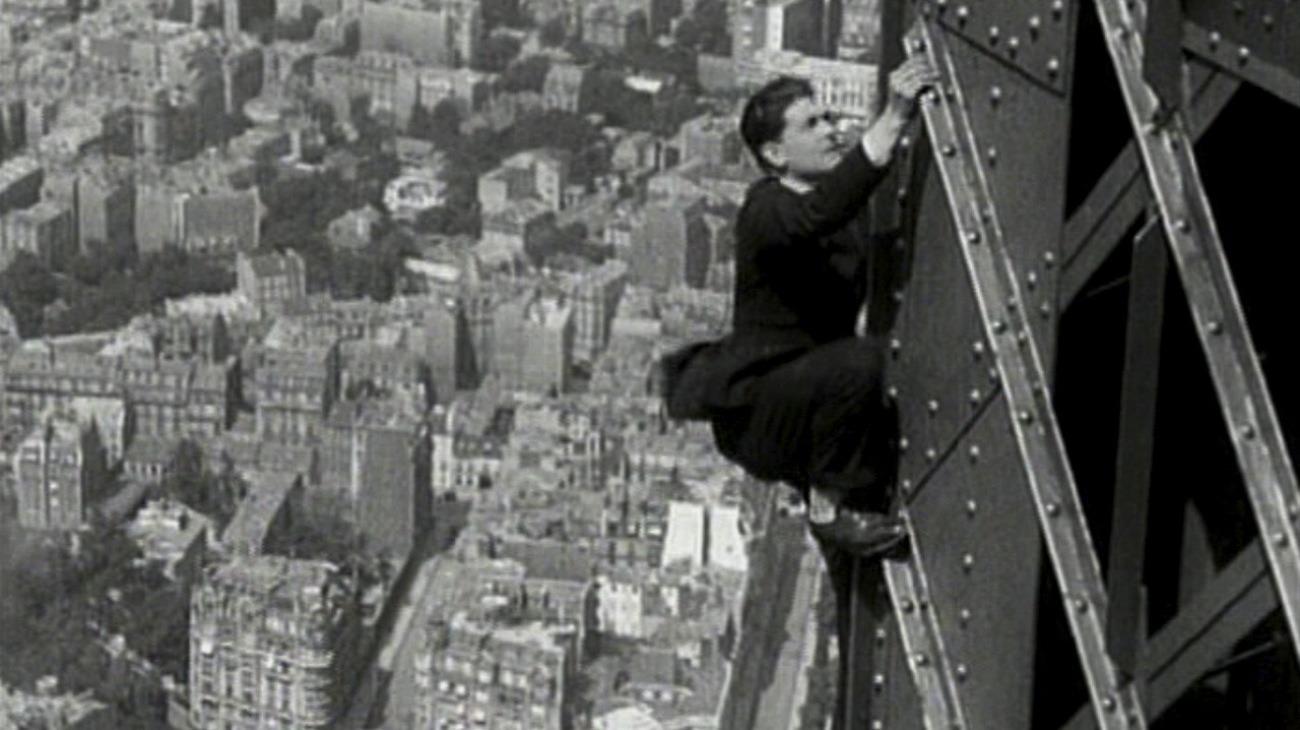 Paris qui dort - Movie Review : Alternate Ending